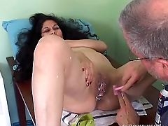 Spicy mature latina gets her drawing pussy shaved