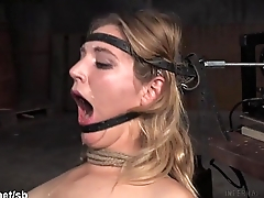 Babe could not stop her saliva from flowing out while fucked all round mouth
