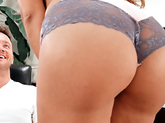 Smoking-hot MILF Mercedes Carrera performs XXX dance be fitting of stepson