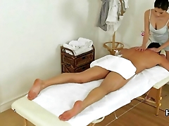 Real asian masseuse securing a good tip